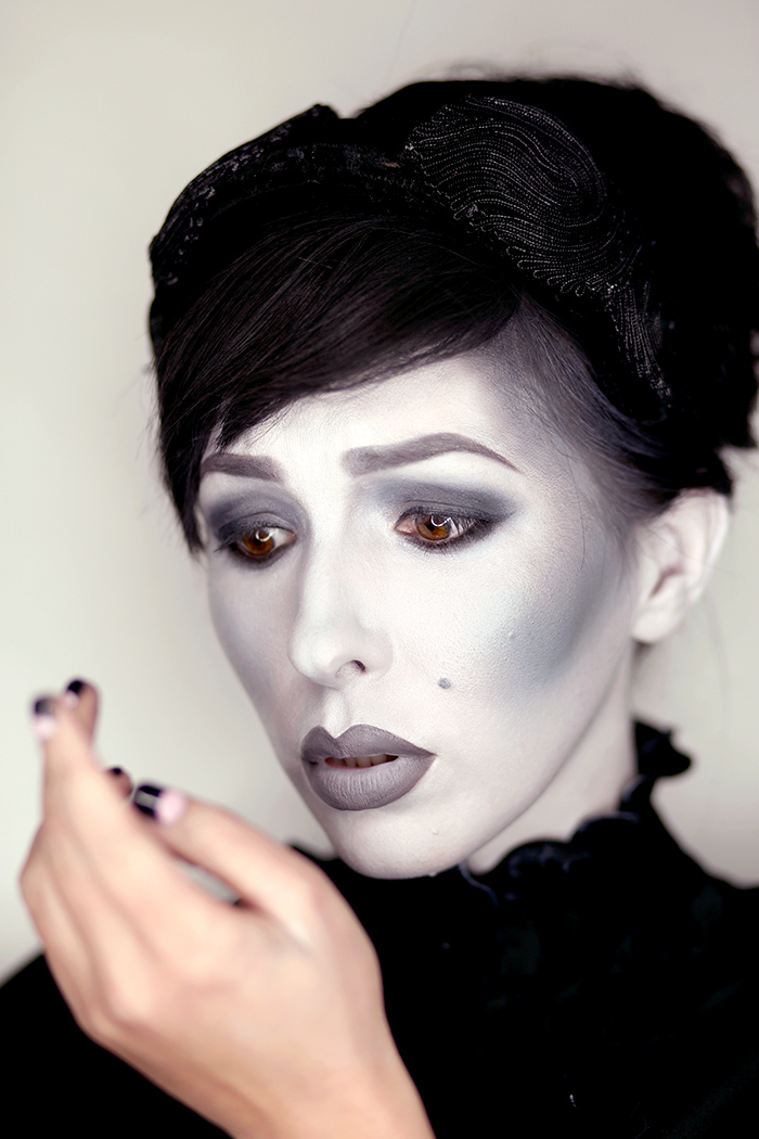 Grayscale Makeup Tutorial for Halloween  Keiko Lynn - Black White And Red Halloween Makeup